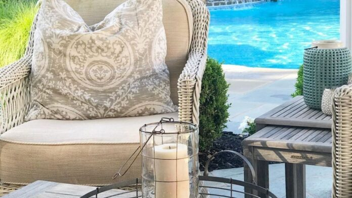comfortable outdoor chair for elderly